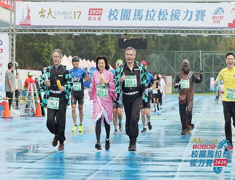 台大EMBA校園馬拉松接力賽-水晶獎盃